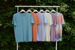 Summervibes på kontoret! Idag matchar vi färgen på kulglassen med dessa t-shirts från grymma @wearestanleystella 🙌 Vi vill passa på och nämna att vi tar semester mellan v.29-32. Vill du ha leverans under juli/aug och inte hunnit lägga din order ännu tar vi emot ordrar till den 16e juli!  #gronatryck #stanleystella #summervibes #icecream